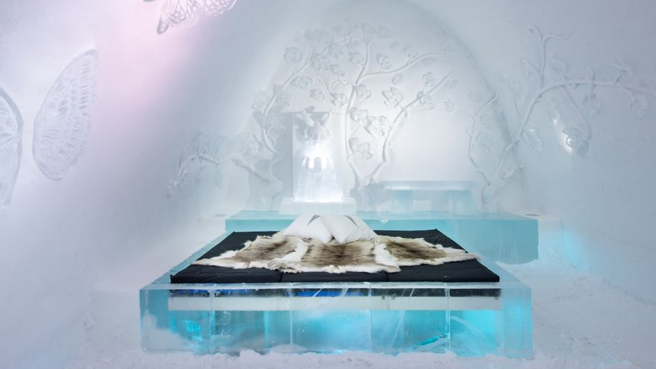 Die Suite der Künstler Tjasa Gusfors und Ulrika Tallving im Icehotel in Schweden.