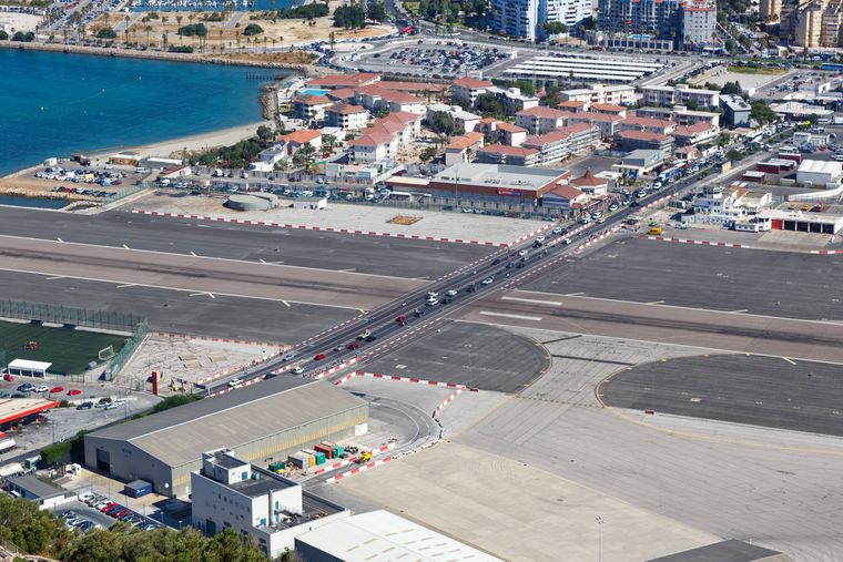 Der Flughafen Gibraltar aus der Vogelperspektive.