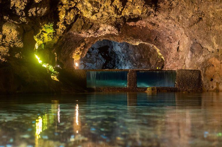 In den Vulkangrotten von São Vicente können Touristinnen und Touristen die Unterwelt der Insel erkunden.