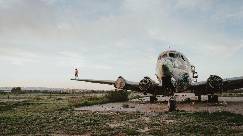 Leere Flughäfen in Kriegsgebieten, abgelegene Militärflugplätze und mysteriöse Flughafenbaracken: die Welt der verlassenen Flughäfen.