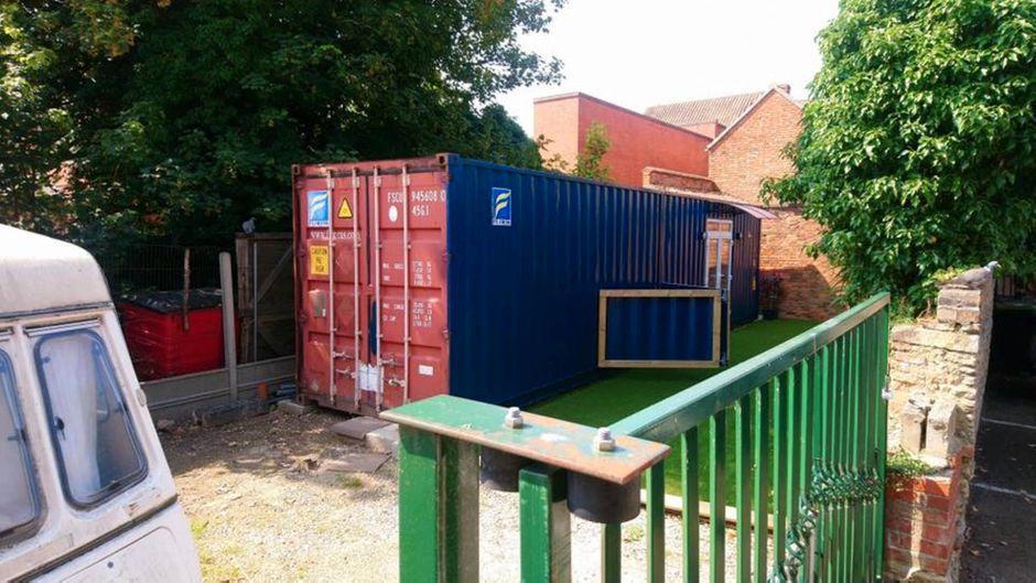 Statt Fracht sollten in dem Container bald Touristen unterkommen. Die Besitzer haben diesen komplett renoviert.