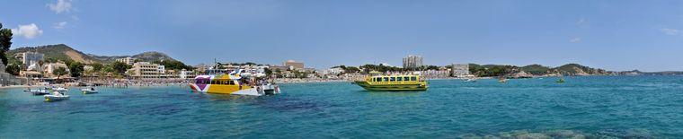 Verschiedene Tourenanbieter zeigen dir die Küste Mallorcas.