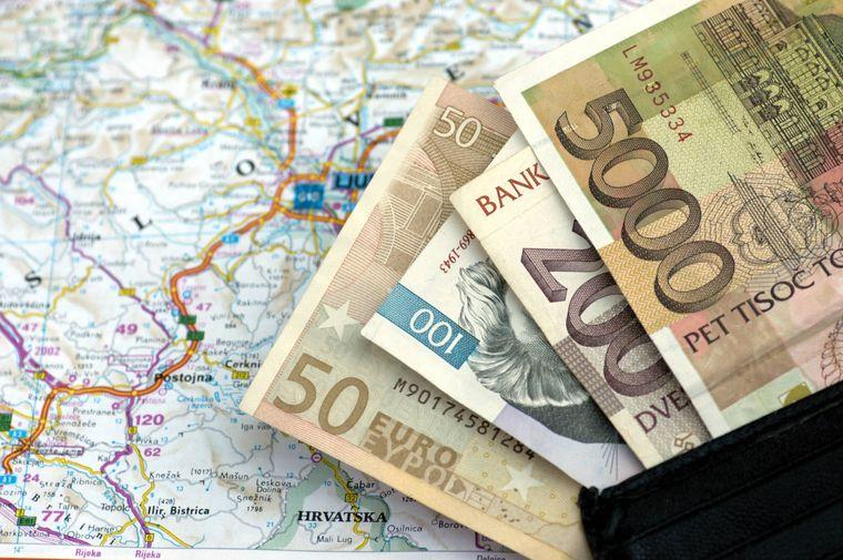 Wechselkurs: Slowenische Geldscheine sind schnell in Euroscheine umgetauscht.