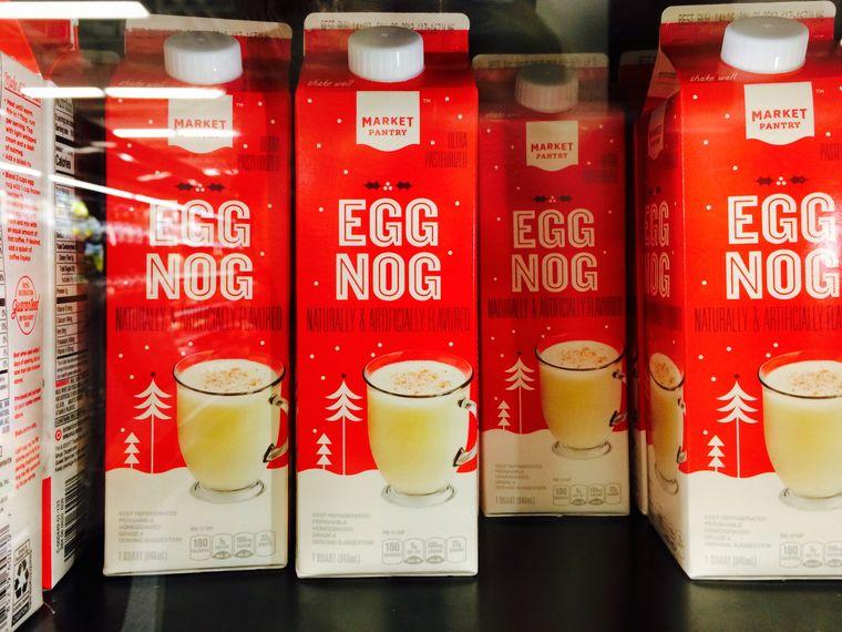 Eggnog – das Nationalgetränk zur Weihnachtszeit. Findet ihr im Kühlregal.