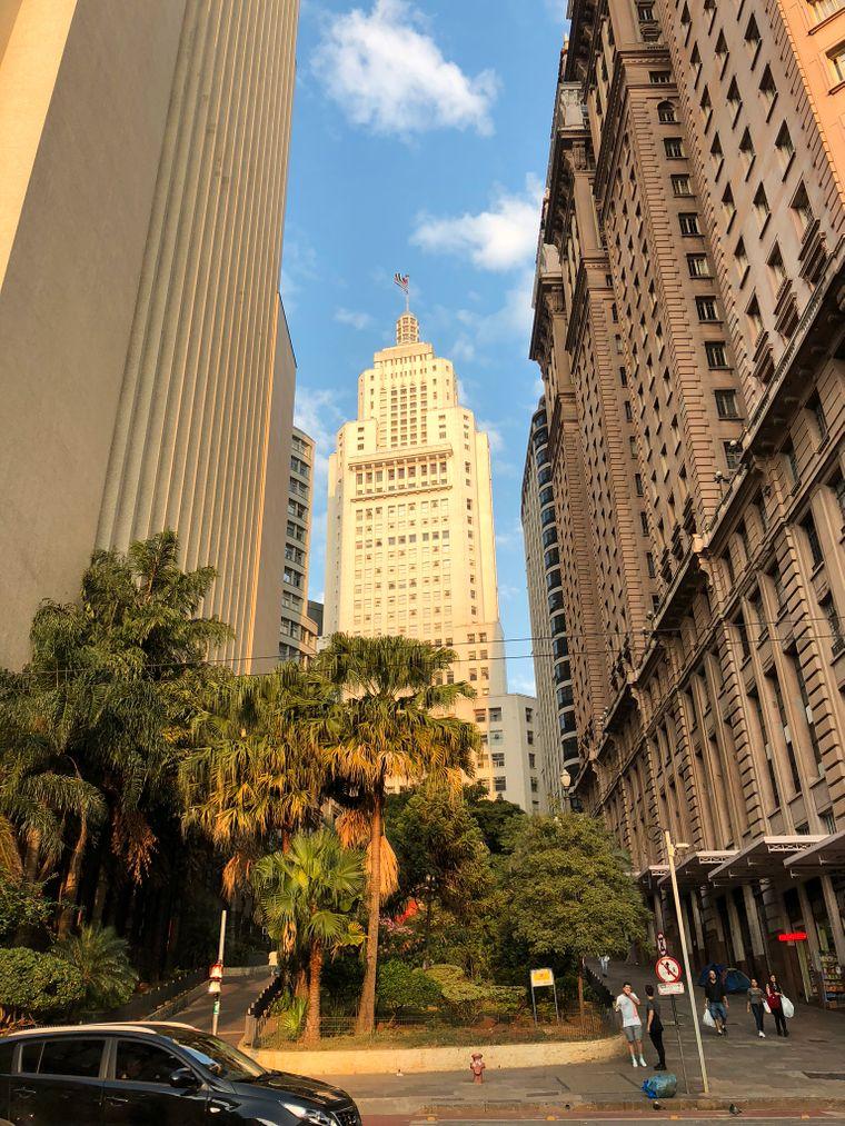 Das Farol Santander ist eines der historischen Gebäude São Paulos. Der Wolkenkratzer beherbergte früher eine Bank, heute gibt es dort ein Museum.