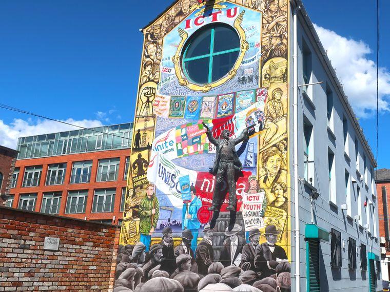 In Belfast findest du überall Street-Art.