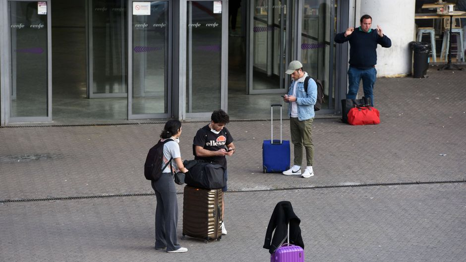 Tausende deutsche Touristen sitzen derzeit an ihrem Reiseziel fest. (Symbolbild)