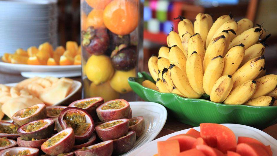 Obst-Buffet auf dem Kreuzfahrtschiff.