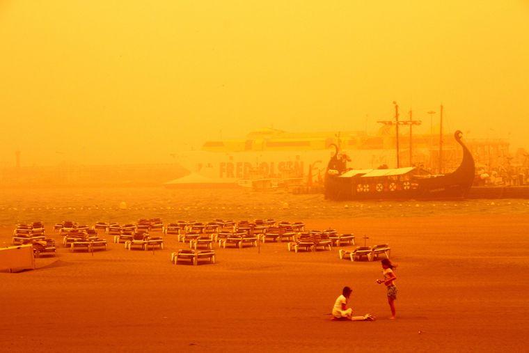 Die Sichtweite betrug nur wenige Hundert Meter, der Sturm brachte jede Menge Saharasand mit sich.