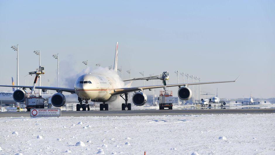 Wegen Schnee und Streiks in Italien entfallen heute etliche Flüge am Flughafen München.