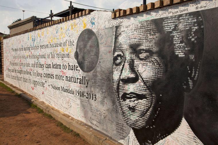 Gedenken an Nelson Mandela in Soweto. Der Freiheitsheld wäre in diesem Jahr 100 geworden.