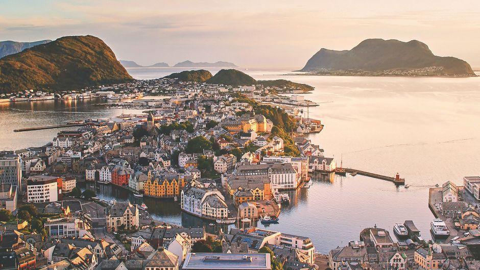 Blick auf die Stadt Ålesund in Norwegen.
