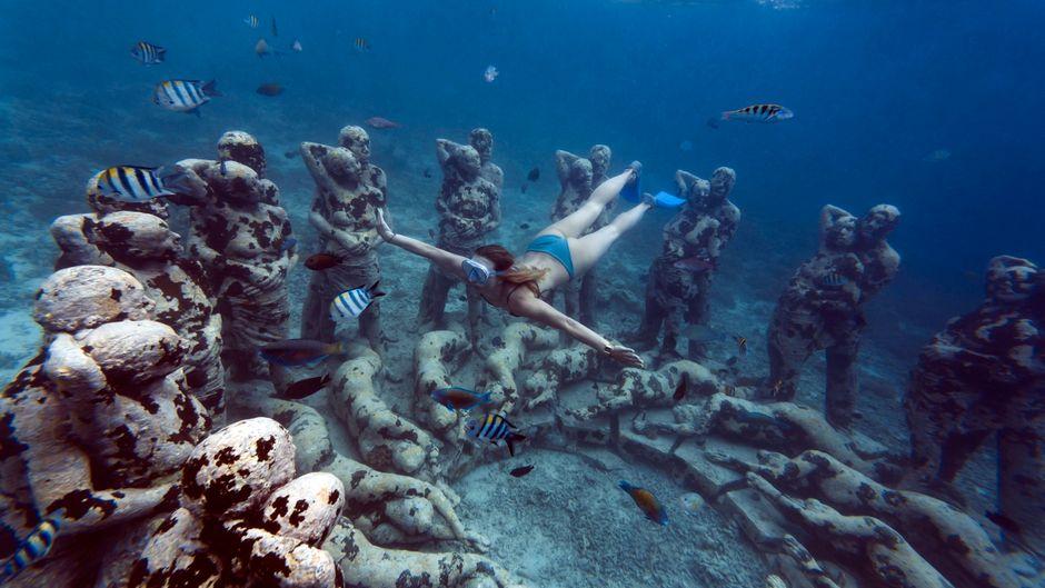 Diese Skulpturen des Künstlers Jason deCaires Taylor stehen vor Bali – auch im Mittelmeer zeigt er seine Kunst.