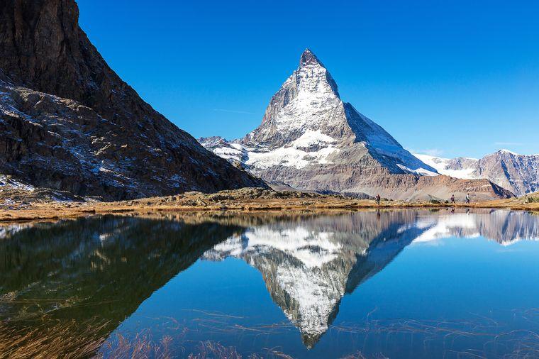 Das Matterhorn spiegelt sich beeindruckend im Riffelsee.