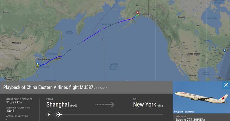 Ungeplanter Zwischenhalt: In Anchorage landete das Flugzeug um die Frau von Bord zu bringen. (Screenshot)