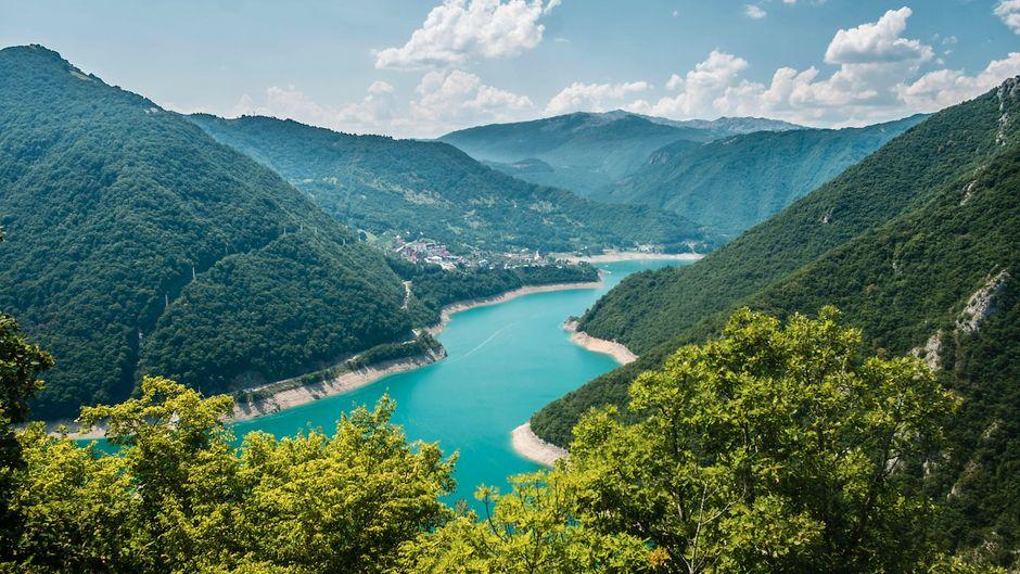 Die wunderschöne Landschaft Montenegros könnte bald wieder Urlaubern offen stehen. (Symbolbild)
