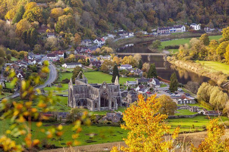 Tintern Abbey, Wye Valley, Monmouthshire, Wales, United Kingdom, Europe PUBLICATIONxINxGERxSUIxAUTxONLY Copyright: BillyxStock 696-869   imago/robertharding