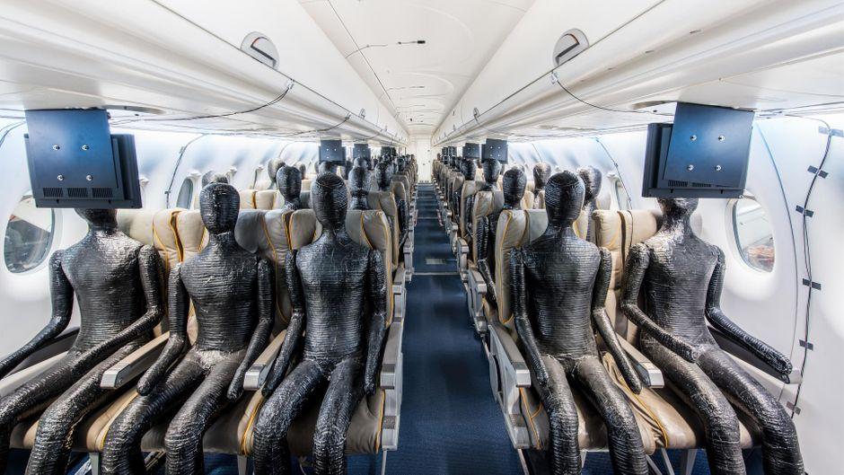 Im bodengebundenen Forschungsflugzeug Do 728 erproben Forscher Messtechnik und Kabinenklima. Das Ziel: Die Ausbreitung des Coronavirus erforschen.