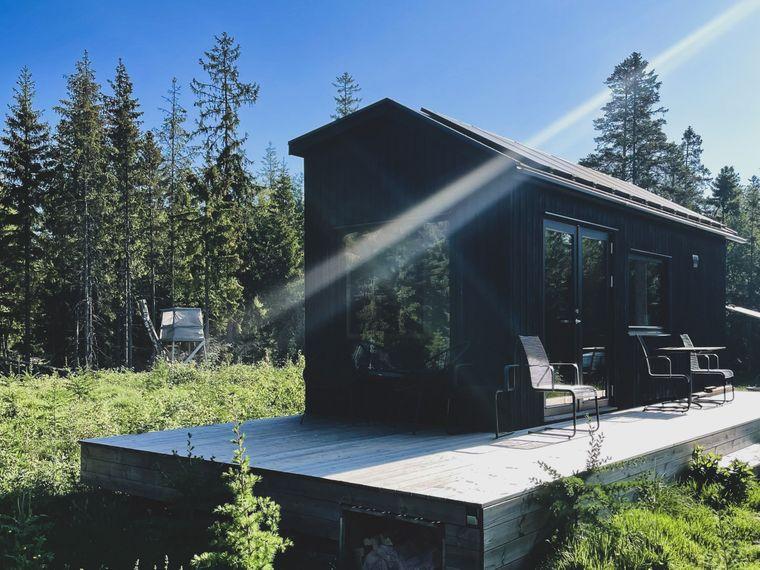 Tiny House in der Inforest-Siedlung mitten im Wald in Schweden.