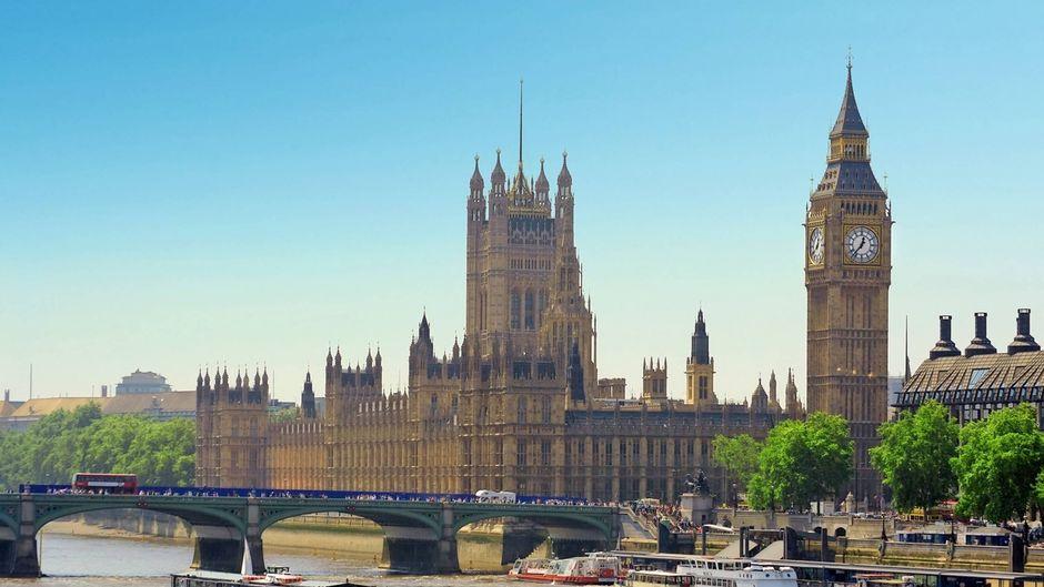 Blick auf die Houses of Parliament in London.