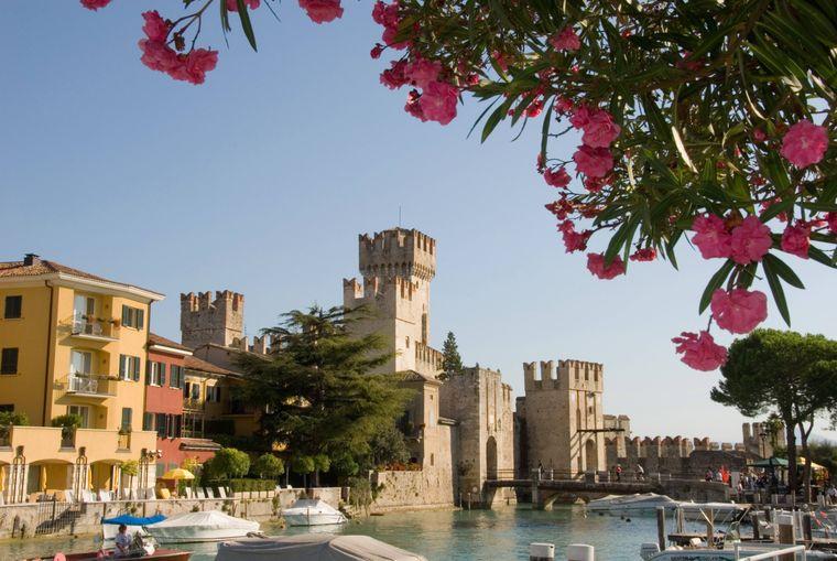Blick auf das Castello Scaligero am Gardasee