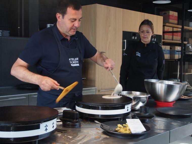 Crêpe-Meister Bertrand Larcher weiß wie kaum ein anderer, worauf es beim Essen ankommt – und lehrt es anderen in seiner Schule.