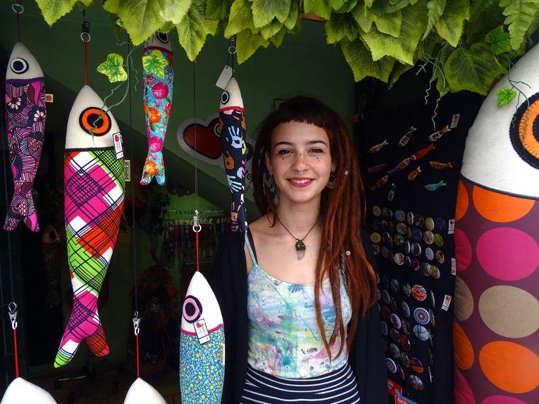 Kunsthandwerkerin Catarina Keil fertigt Sardinen aus Stoff und verkauft sie in einem kleinen Geschäft in der Lissaboner Altstadt.