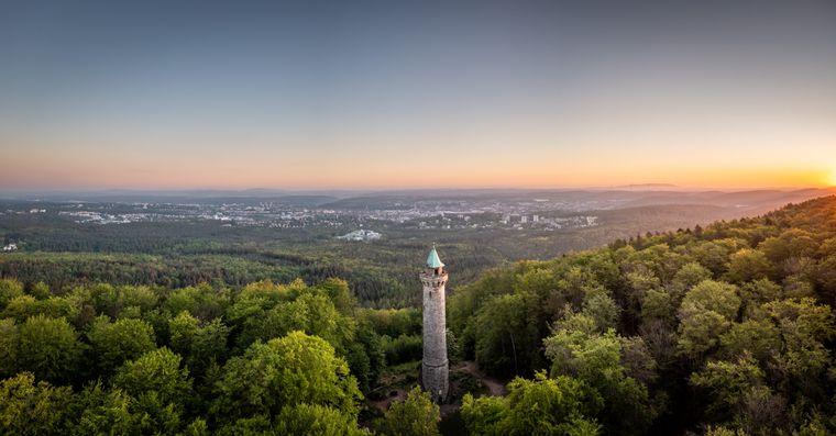 Der Humbergturm bei Kaiserslautern ist ein attraktives Wander- und Ausflugsziel für Einheimische und Gäste.