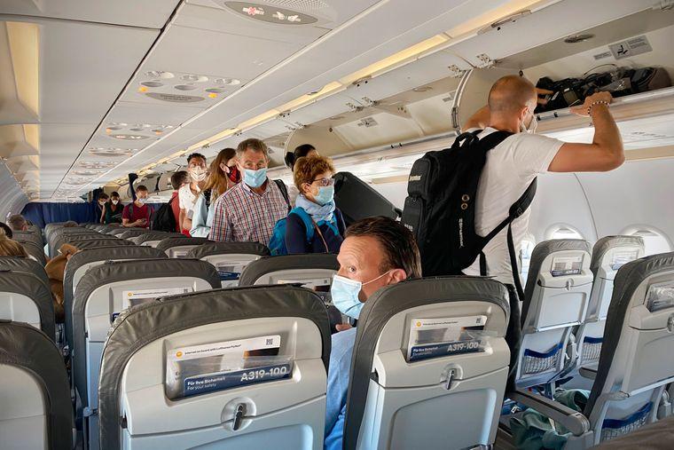 Fliegen in Zeiten der Coronavirus-Pandemie. Auch Verbindungen in Risikogebiete werden angeboten. (Symbolfoto)