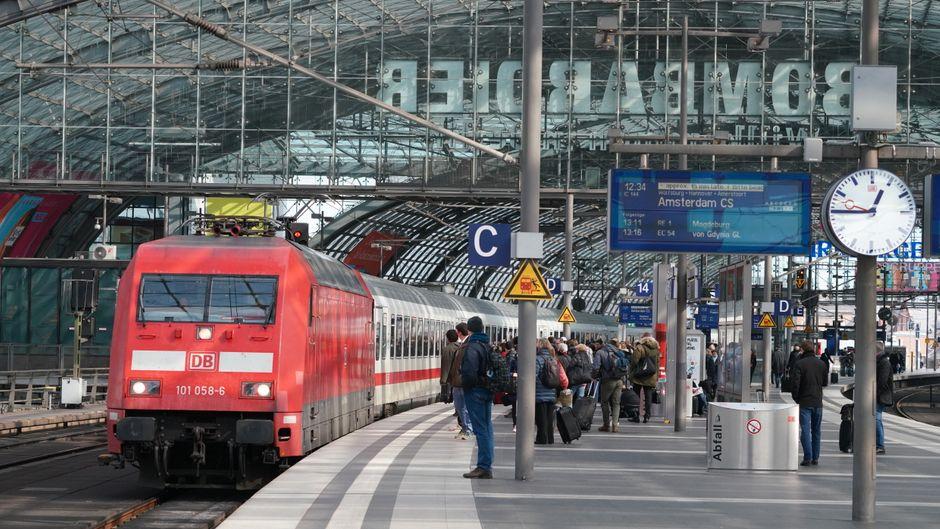 Unterwegs in Europa: Intercity 1 mit Ellok Baureihe 101 auf dem Weg  nach AmsterdamDeutsche Bahn AG