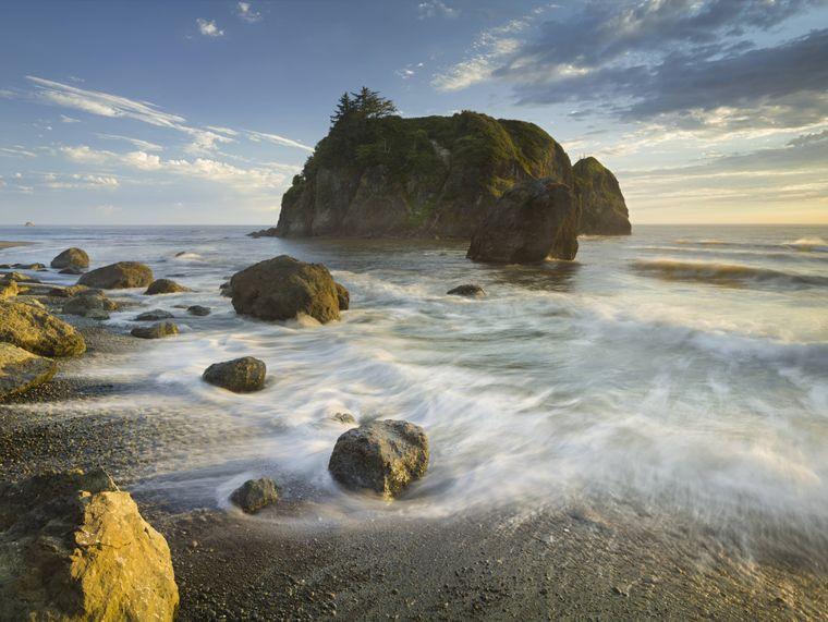 Nahe der unberührten Küste gibt es im Olympic Nationalpark in Washington Regenwälder und hohe Berge.