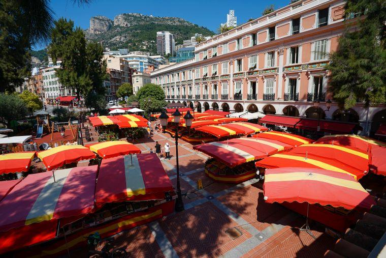 La Condamine mit seinem großen Marktplatz, an den es viele Genießer zieht, gilt als das Herz der Stadt.