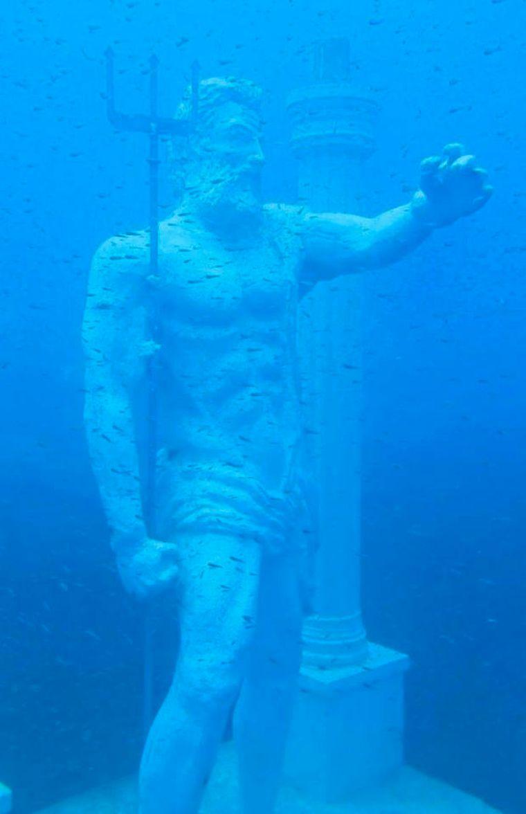 Im Unterwassermuseum in Side begegnen dir einige Skulpturen der anatolischen Geschichte.