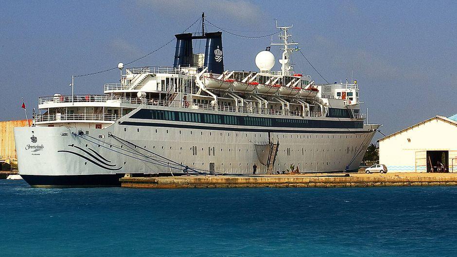 """Das Kreuzfahrtschiff """"Freewinds"""" im Hafen von Aruba. Das Schiff gehört Scientology."""
