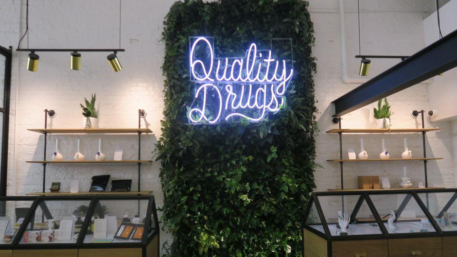 Eingangsbereich des Cannabis-Shops Serra in Portland, Oregon (USA).