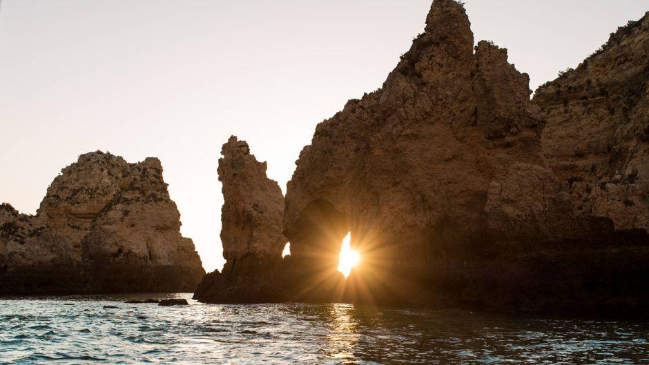 Auf den Anblick der Felsen an der Algarve müssen viele Deutsche dieses Jahr verzichten.