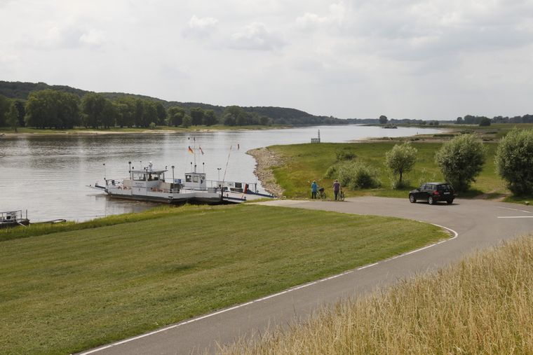 Bei der Grenzlandtour geht es durch drei Bundesländer. Einmal müssen Radler dabei auch mit der Fähre die Elbe überqueren.