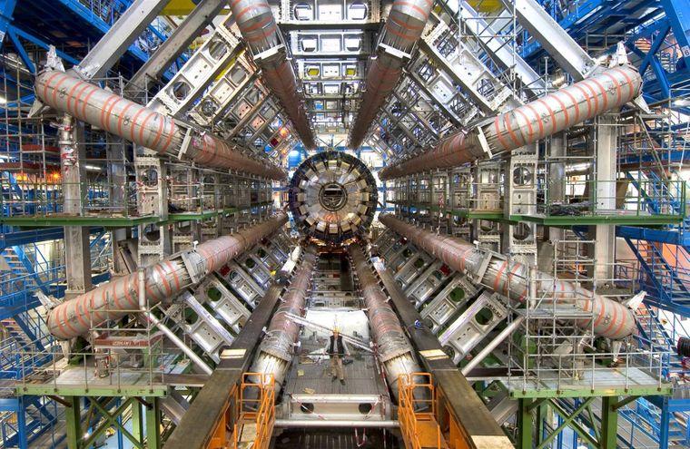 Der Large Hadron Collider ist verborgenen Raumdimensionen auf der Spur