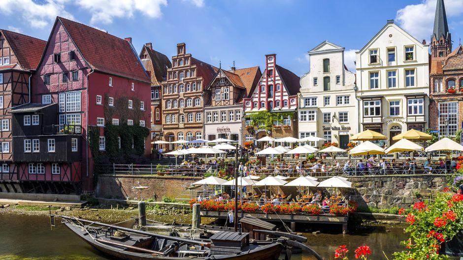 Die Altstadt von Lüneburg und der Alte Hafen sind die Hauptanlaufpunkte für Touristinnen und Touristen.