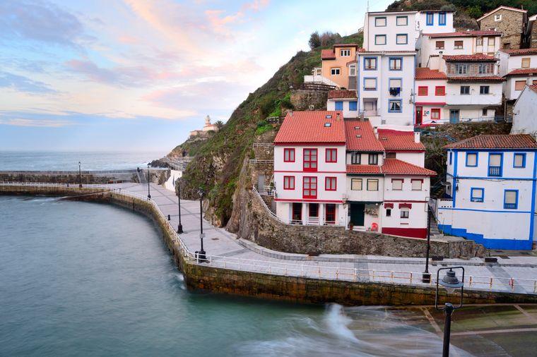 Cudillero ist eines der schönsten Dörfer Spaniens, es befindet sich in der Provinz Asturien.