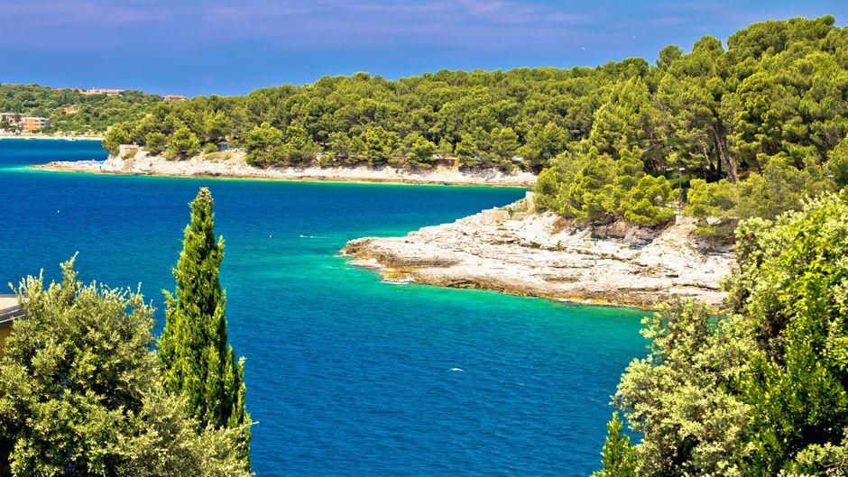 Zlatne-Stijene-Strand in Pula in Istrien.