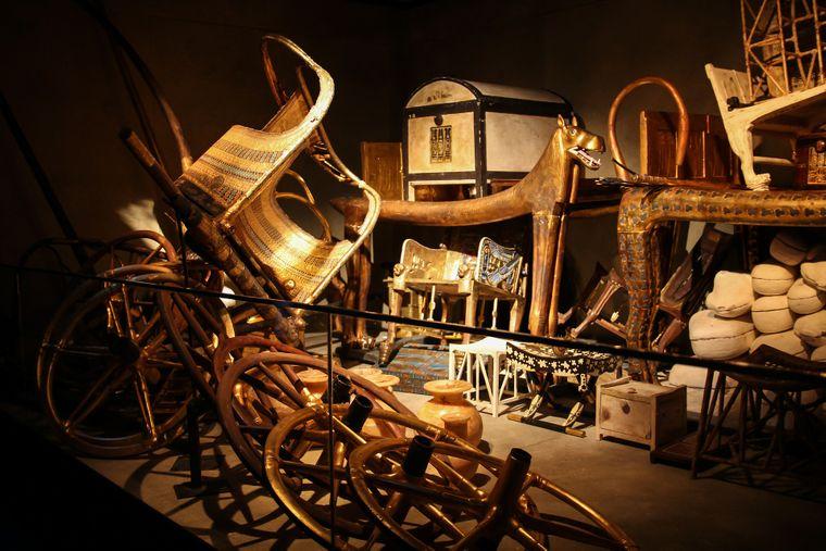 In vielen Ausstellungen konnten Besucher Nachbildungen der Grabkammer von Tutanchamun besichtigen. Ende des Jahres sollen die Originale endlich für die Öffentlichkeit ausgestellt werden — im Grand Egyptian Museum.