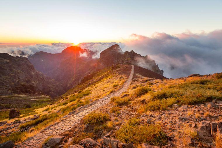 Schroffe Berge gehören zum typischen Bild von Madeira.