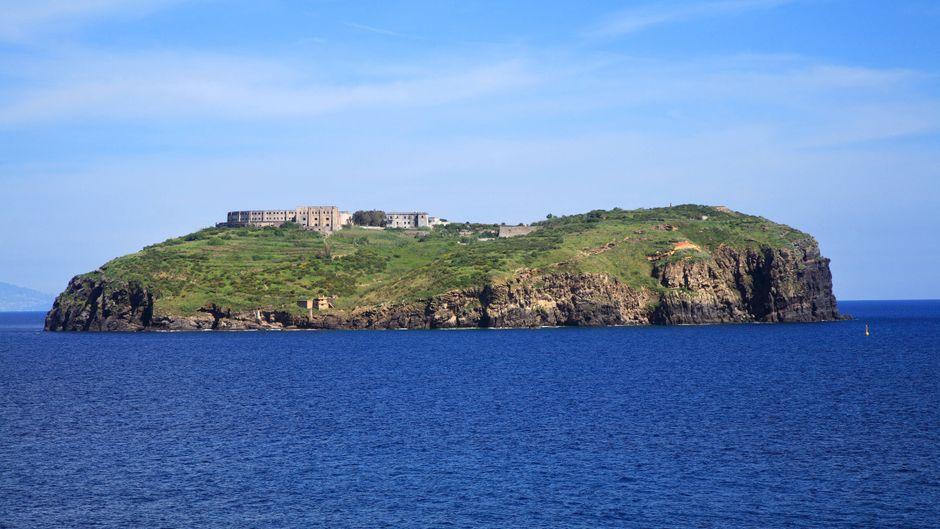 """Die Insel Santo Stefano gilt als """"Alcatraz von Italien""""."""