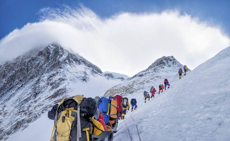 Menschenschlange am Mount Everest.