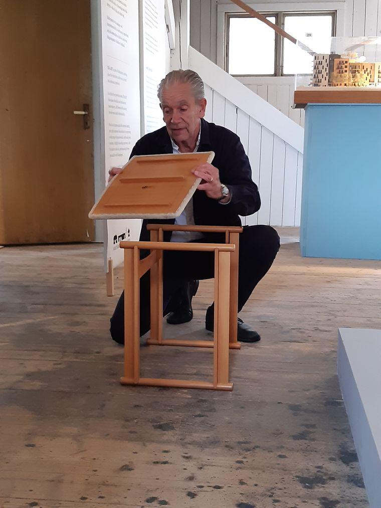 Mikael Löfström beweist im Kulturgatan in Bodafors, dass ein Möbelstück nicht nur schön, sondern auch funktionell sein kann.