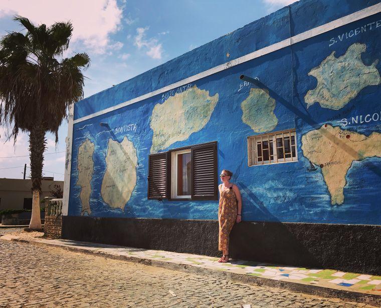 Im Fischerdorf Palmeira dominieren die bunten Häuser portugiesisch beeinflusster Architektur das Bild.
