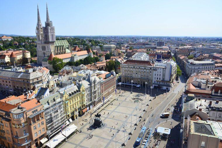 Weiter Blick über Zagreb in Kroatien.