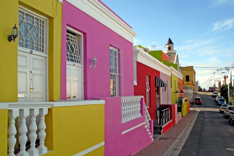 Der Stadtteil Bo Kaap in Kapstadt ist bekannt für seine bunten Häuser.