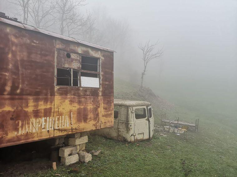Ein alter Wohnwagen diente tagelang als Unterkunft für den Langzeitreisenden.